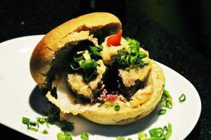 (todos os pratos acompanham fritas ou onion rings e são feitos em pão de fermentação natural)